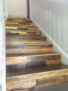 old pallets ideas DIY Wooden Pallet Stairs- 12 DIY Old Pallet Stairs Ideas Old Pallets, Recycled Pallets, Recycled Wood, Wooden Pallets, Wooden Diy, Repurposed Wood, Pallet Stairs, Rustic Stairs, Wood Stairs