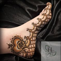 Mehndi is used for decorating hands of women during their marriage, Teej, Karva Chauth. Here are latest mehndi designs that are trending in the world. Modern Henna Designs, Floral Henna Designs, Latest Bridal Mehndi Designs, Legs Mehndi Design, Henna Art Designs, Mehndi Designs 2018, Stylish Mehndi Designs, Mehndi Design Pictures, Wedding Mehndi Designs