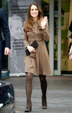 Kate Middleton's Best Aquatalia Boot Moments - Dress Like A Duchess Kate Middleton Family, Princess Kate Middleton, Kate Middleton Style, Duchess Kate, Duchess Of Cambridge, Post Baby Fashion, Brown Tights, Pantyhosed Legs, Post Baby Body