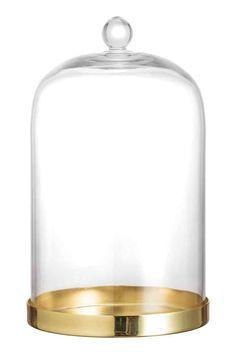 Bandeja con tapa de vidrio: Bandeja de metal con tapa de vidrio con agarrador. Diámetro 12 cm. Alto 21 cm.
