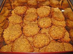 Haferflockenkekse The post Haferflockenkekse appeared first on Dessert Platinum. Coconut Sweet Recipes, Peanut Recipes, Baking Recipes, Dog Food Recipes, Keto Recipes, Chocolate Covered Bananas, Chocolate Donuts, Oatmeal Biscuits, Oatmeal Cookies