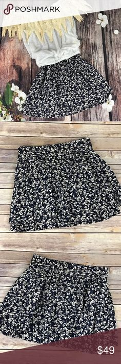 """Harlow & Graham Skirt This skirt has two layers with a zip back...super cute!  📐Measurements & Information 📐  Waist Approx 31"""" Over skirt length approx 15"""" Under skirt Length approx 17"""" Waist band Width 2.5"""" Harlowe & Graham Skirts Mini"""