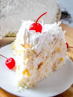 A no bake dessert that sounds strange but is light, fruity and delicious! This snowball cake with angel food cake is festive for any season. desserts No Bake Snowball Cake Recipe {An Old Fashioned Icebox Cake} Angel Cake, Angel Food Cake, Tolle Desserts, Köstliche Desserts, Delicious Desserts, Slow Cooker Desserts, Dessert Party, Fudge Recipes, Cake Recipes