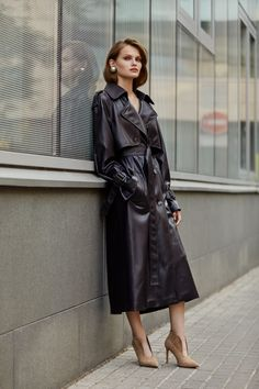 Raincoats for Women Trench Coat Outfit, Raincoat Outfit, Trench Jacket, Long Leather Coat, Leather Trench Coat, Trent Coat, 70s Fashion, Winter Fashion, Fashion Outfits