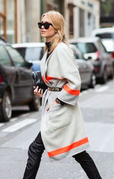 Paris Fashion Week Autumn-Winter 2014 Street Style - Coats and Jackets Look Awesome Belted Sweater Weather, Estilo Blogger, Look Fashion, Fashion Coat, Net Fashion, Paris Fashion, Look Chic, Looks Cool, Mode Inspiration