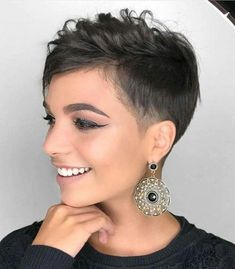 Finding the pixie cut you are eager to take the hop with is the hardest part. Here are 20 latest edgy pixie haircuts to help with your new brave style! Edgy Pixie Hairstyles, Short Shaved Hairstyles, Cute Short Haircuts, Cut Hairstyles, Woman Hairstyles, Pixie Haircut Fine Hair, Haircut Short, Fashion Hairstyles, Blonde Hairstyles