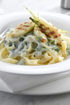 Vegetarian recipes: Creamy Watercress and Blue Cheese Pasta with Grilled Fennel Vegetarian Pasta Dishes, Vegetarian Cooking, Vegetarian Recipes, Blue Cheese Pasta, Watercress Recipes, Nutritious Meals, Pasta Recipes, Main Dishes