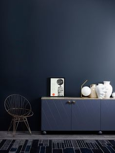 Jotun Lady launched their new color chart last week, and I was there to see all the colors live. With all the talented people working at Jotun Lady, I knew Dark Walls, Blue Walls, Jotun Lady, Blue Rooms, Trendy Colors, Wall Colors, Pantone, Interior Inspiration, Living Spaces