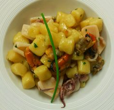 Primi piatti : Gnocchi di patate al ragù di mare bianco  Potatoes gnocchi with white sea sauce  www.hotel-posta.it