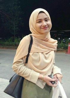 61 ideas how to wear hijab pashmina – Hijab Fashion Casual Hijab Outfit, Ootd Hijab, Hijab Chic, Beautiful Muslim Women, Beautiful Hijab, Hijabi Girl, Girl Hijab, Modern Hijab Fashion, Muslim Fashion