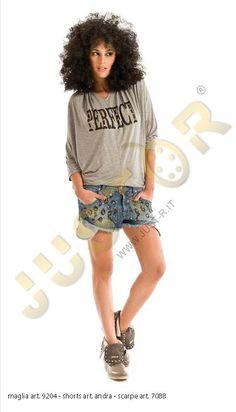 MAGLIA ART. 9204 - http://www.just-r.it/shop/it/maglieria/375-maglia-art-9204.html  SHORT ART. ANDRA - http://www.just-r.it/shop/it/jeans/423-short-art-andra.html