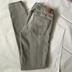 American Eagle Jegging! American Eagle gray Jegging! Super stretch jegging! Great condition! 29 inch inseam. American Eagle Outfitters Jeans Skinny