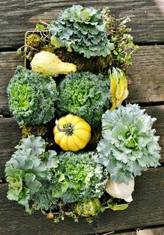 Thanksgiving centerpiece ideas: Easy edibles >> http://www.hgtvgardens.com/thanksgiving/thanksgiving-centerpiece-ideas?soc=pinterest