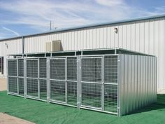 Photos Multple Kennels, Shed Row Style Dog Kennel w/Roof Shelters Dog Kennel Roof, Metal Dog Kennel, Pet Kennels, Dog Boarding Kennels, Dog Kennel Designs, Kennel Ideas, Airline Pet Carrier, Outside Dogs, Dog Cages
