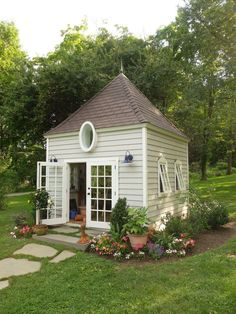 to Create a Personal Getaway—in Your Own Backyard Botanical illustrator Susan Mintun worked with Garden Sheds Inc. to modify one of the company's already-existing shed designs Shed Building Plans, Shed Plans, Building Ideas, Shed Landscaping, Build Your Own Shed, Backyard Cottage, Build A Playhouse, Colonial Style Homes, She Sheds