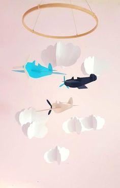 Mobile pour bébé Avions et nuages sur cercle en bois en papier cartonné recyclé Cadeau de naissance Mobile pour lit de bébé Etsy, Baby Crib Mobile, Card Stock, Future Baby, Clouds