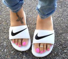 da9fe68dbf4 18 adoráveis imagens de Chinelos Nike