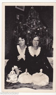 Women Posing with Half Dolls Christmas. Two older women with dolls at Christmas. Vintage Christmas Photos, Christmas Pictures, Family Christmas, White Christmas, Vintage Photos, Christmas Tree Decorations, Christmas Trees, Christmas Holidays, Sister Pictures
