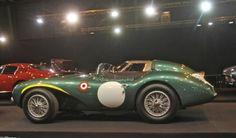 Aston Martin DB3S (1956)Photo 5/27 Sur le stand toujours impeccable de Lukas Hühni, quelques joyaux de l'histoire d'Aston Martin sont en vente libre. Entre la DBR1 du type qui remporta les 24 Heures du Mans 1959 et la DBR4 de formule 1, se blottit une DB3 S dans une ultime évolution telle qu'elle dispute la saison 1956.