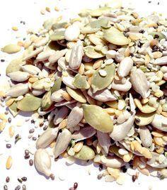 Les graines sont riches en vitamines et minéraux, elles sont une excellente source de fibres, de protéines et d'antioxydants, et elles sont très riches en acides gras oméga-3. Chaque graine a quelque chose de différent à offrir au corps – de la grenade, au chanvre en passant par le chia. Mais c'est important de savoir celles qui offrent des avantages …