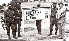 Angola ,1975.  José Victor de Brito Nogueira e Carvalho à esq. com militares da FNLA  após a reconquista do Caxito  e a caminho de Luanda.