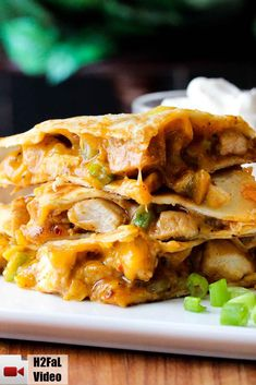 This is without a doubt, the best-ever chicken quesadilla recipe on the planet. And really easy! So delicious. quesadilla recipe The Perfect Chicken Quesadilla Top Recipes, Mexican Food Recipes, Dinner Recipes, Cooking Recipes, Healthy Recipes, Cheap Recipes, Appetizer Recipes, Appetizers, Skillet Recipes