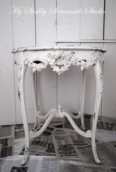 French Chic  How to use Flowers to add depth to your furniture!!!  Paint TUTORIAL  Shabby Chic Refinishing Using Annie Sloan Paint: Color Change When You Want To Keep The Chippy Finish  ~myshabbystreamsidestudio.blogspot