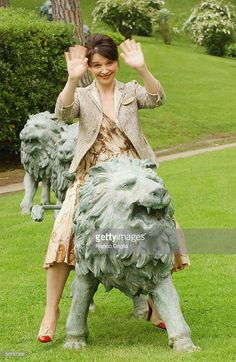French actress Juliette Binoche attends photocall to promote the new film 'Country Of My Skull' at the Hilton Hotel garden on April 30, 2004 in Rome.