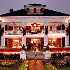 Micanopy, Florida: Herlong Mansion Inn at Christmas Southern Christmas, Christmas Porch, Outdoor Christmas Decorations, Christmas Lights, Luxury Christmas Decor, Beach Christmas, Christmas Scenes, Elegant Christmas, Victorian Christmas