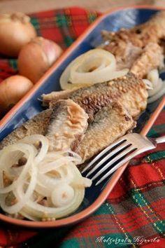 Opiekane śledzie marynowane w delikatnej zalewie octowej Fish And Seafood, Bon Appetit, Food And Drink, Meals, Chicken, Tableware, Recipes, Xmas Ideas, Diy