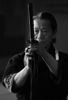 Otani Yasuhiro sensei is for me the real Last Samurai ! Samurai Art, Samurai Warrior, Samurai Swords, Samurai Poses, Japanese Warrior, Japanese Sword, Sun Tzu, Katana, Geisha