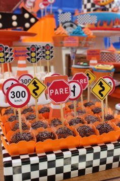 Hot Wheels Birthday, Hot Wheels Party, Race Car Birthday, Race Car Party, Cars Birthday Parties, Disney Birthday, Cars Birthday Invitations, Kids Party Decorations, Bernardo