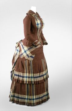1882 French walking dress at the Metropolitan Museum of Art, New York - What I love about this one is the use of the plaid for decoration. 1880s Fashion, Edwardian Fashion, Vintage Fashion, Vintage Outfits, Vintage Dresses, Antique Clothing, Historical Clothing, Victorian Gown, Bustle Dress