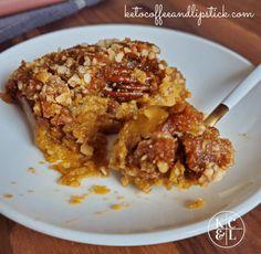 Pumkin Dump Cake, Pumpkin Crunch Cake, Pumpkin Cake Recipes, Dump Cake Recipes, Pumpkin Dessert, Pumpkin Puree, Dump Cakes, Low Carb Sweets, Low Carb Desserts