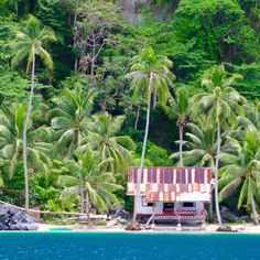Palawan, Philippines and the El Nido Resorts are the most amazing islands in the world! Don't believe me? Just ask Conde Nast readers, who voted it in 2016 as the best island in the world to visit! This photo taken near Lagen Island