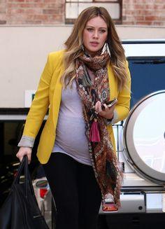 I love Hilary Duff's maternity style! :)