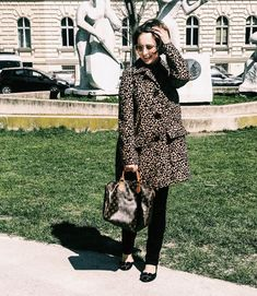 I found this cute brown knit jacket during last winter sales. It´s a total win because the material and this camel color are gorgeous and it´s one of those peaces… Style Fashion, Fashion Outfits, Winter Sale, Knit Jacket, Vienna, Black And Brown, Street Style, Knitting, Cute