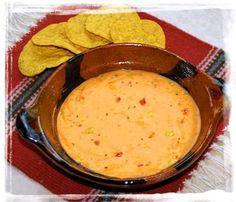 Chile con Queso ! Dieser pikanter Käsedip mit Chilistückchen, wie auf den Nacho-Chips im Kino ist auch für zu Hause schnell nach zu kochen.