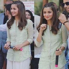 In Ahmedabad to promote film #kapoorandsons  Beautiful I like her hair  Pic : @teamofaliabhatt  .  صوره لعليا بهات في احمد أباد لترويج فيلم #كابور_وابنائه  ححححححبيت التسريحه حححيل