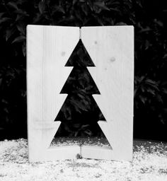 Steigerhouten raamluikje met ingezaagde kerstboom. Gemaakt van nieuw steigerhout. Leuk voor in de vensterbank of op de (eet)tafel.