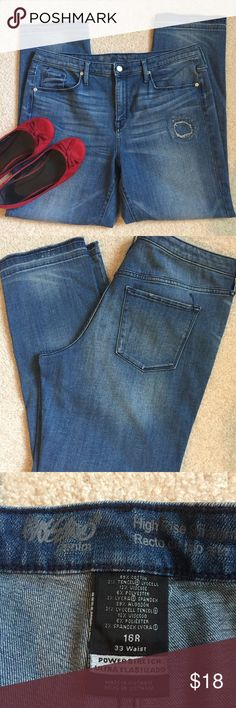 "☮️ High Rise Straight Measurements taken flat and approximate within millimeters   Waist: 35.5"" Rise: 11"" Inseam (crotch to hem): 29"" Leg Opening: 8"" across  Condition: Excellent Mossimo Denim Jeans Straight Leg"