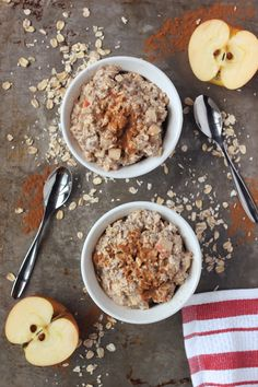 Apple Cinnamon Overnight Oats {gluten-free and vegan} // Tasty Yummies *Super easy to throw together the night before, this healthy breakfast is great after your early morning workout* Healthy Snacks, Healthy Recipes, Delicious Recipes, Brunch, Tasty, Yummy Food, Gluten Free Oats, Oatmeal Recipes, Cinnamon Apples