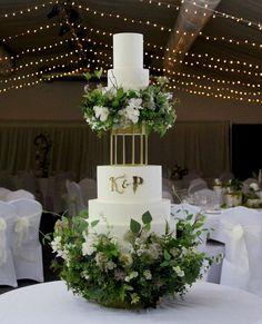 6 Tier Wedding Cakes, Luxury Wedding Cake, Themed Wedding Cakes, Gold Wedding, Wedding Cake Inspiration, Wedding Ideas, London Cake, Enchanted Forest Wedding, Forest Cake