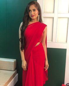 Beautiful Girl Indian, Beautiful Saree, Beautiful Indian Actress, Beautiful Actresses, Ethnic Outfits, Indian Outfits, Red Outfits, Selena Gomez, Sarees For Girls