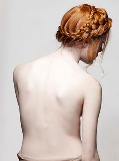Love the red hair! & the total lack of freckled on her back. If only I was this pale. :/