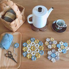 Crochet Home, Diy Crochet, Crochet Crafts, Crochet Projects, Crochet Designs, Crochet Patterns, Crochet Coaster Pattern, Crochet Christmas Decorations, Basic Crochet Stitches