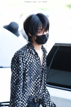 Minghao with black hair is everything! Minghao with black hair is everything! Jeonghan, Wonwoo, Vernon, Hip Hop, Day6 Sungjin, Seventeen Minghao, Hoshi Seventeen, Grunge, Seventeen Wallpapers