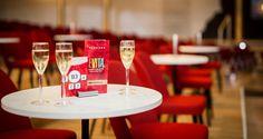 VIP Tische bei EVITA. Ein ganz besonderer Platz im Wiener Ronacher © VBW / Gregor Buchhaus Gregor, Musicals, Table Decorations, Furniture, Home Decor, Eva Peron, Tables, Decoration Home, Room Decor