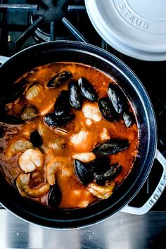 This authentic cioppino recipe from the Barefoot Contessa is loaded seafood and shellfish for a healthy dinner that's ready in just about an hour. Seafood Soup Recipes, Sea Food Salad Recipes, Fish Recipes, Appetizer Recipes, Shrimp Recipes, Appetizers, Authentic Cioppino Recipe, Cioppino Recipe Easy, Best Christmas Recipes