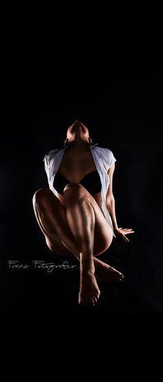 Lowkey Shooting by @franzfotografer #beauty #lowkey #blackwhite #dark #kemptenallgau #kempten #photomodel #followme #photooftheday #instagood #kittiaranel #fitness #fitnessmotivation #modellife #hungarianmodel #hungariangirl #art #photography #kemptenmodel #modelbayern #allgaumodel #kittiaranel.de